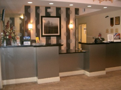 Holiday Inn Express & Suites Elizabethtown 1 of 10