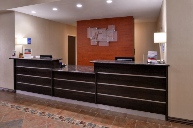 Front Desk 4 of 20