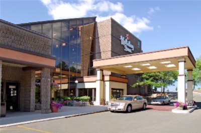 Hotel Exterior - Located Across The Street From Stone Road Mall 3 of 7