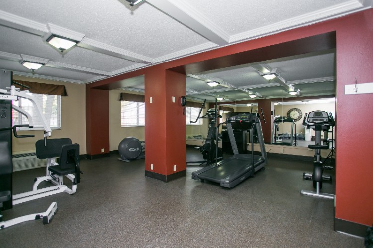 Fitness Center 17 of 28