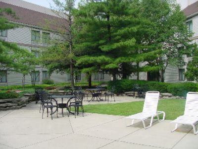 Courtyard Seating 5 of 16