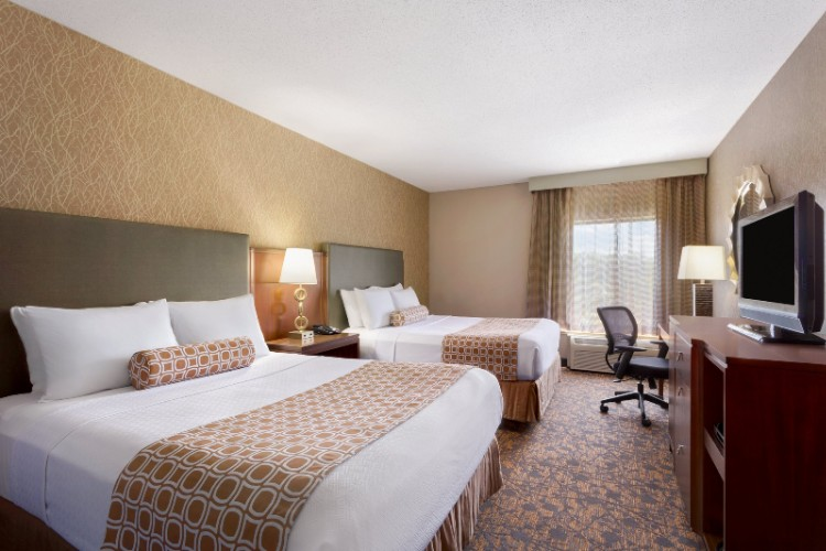 Cozy And Comfortable Guest Rooms Featuring Sleep Advantage Package 7 of 16