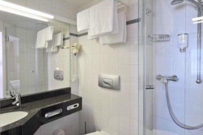 Intercityhotel Kiel Bathroom 6 of 11