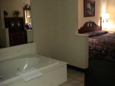 Jacuzzi Room 3 of 9