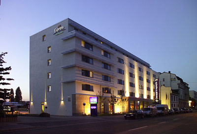 Holiday Inn Express Frankfurt Messe 1 of 15