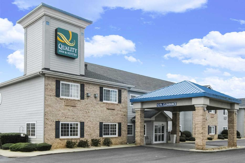 Quality Inn & Suites Flat Rock 1 of 4