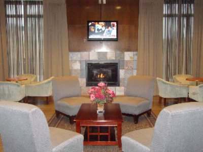 A Welcoming Lobby At The Holiday Inn Kci 3 of 11