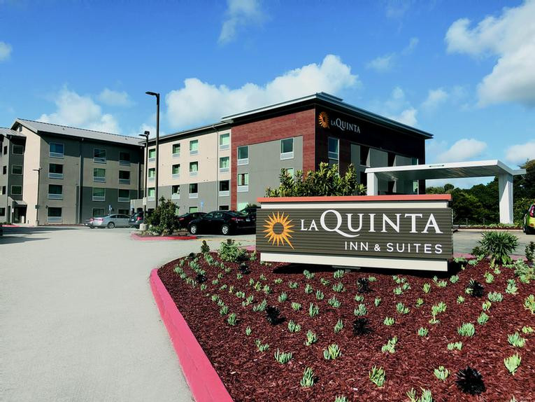 La Quinta Inn & Suites San Francisco Airport North 1 of 11