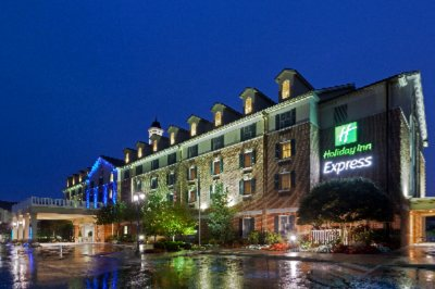 Holiday Inn Express Exterior 2 of 15