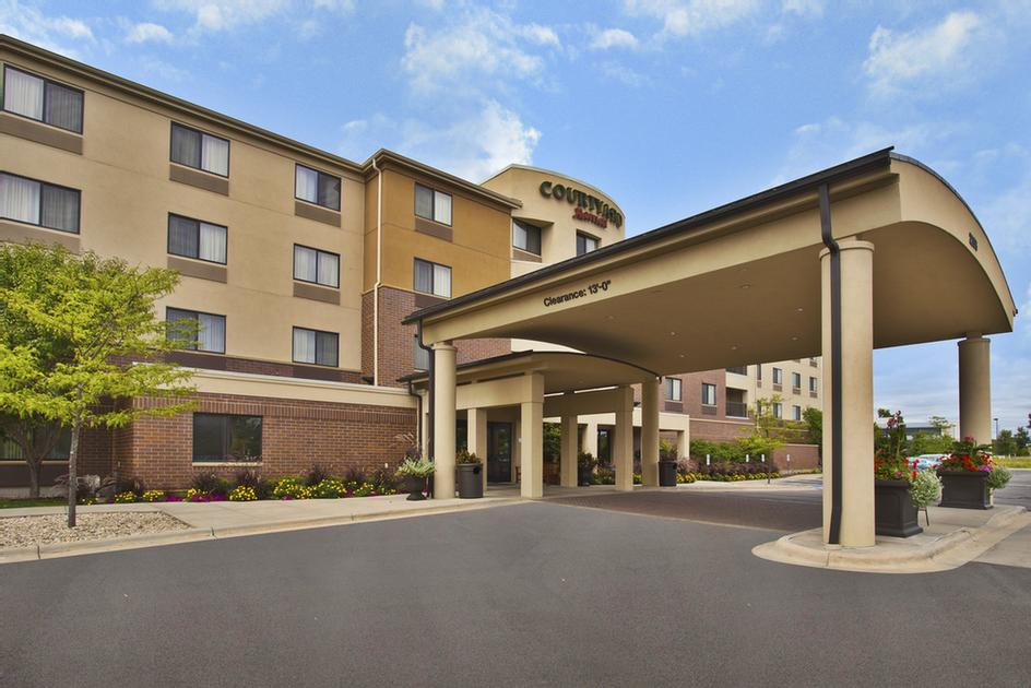 Courtyard by Marriott Madison West / Middleton 1 of 11