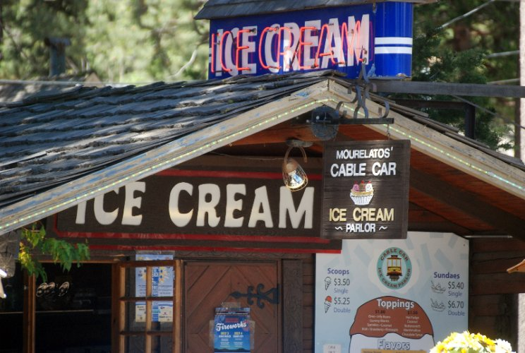 Ice Cream Parlor On Property (Summers) 4 of 12