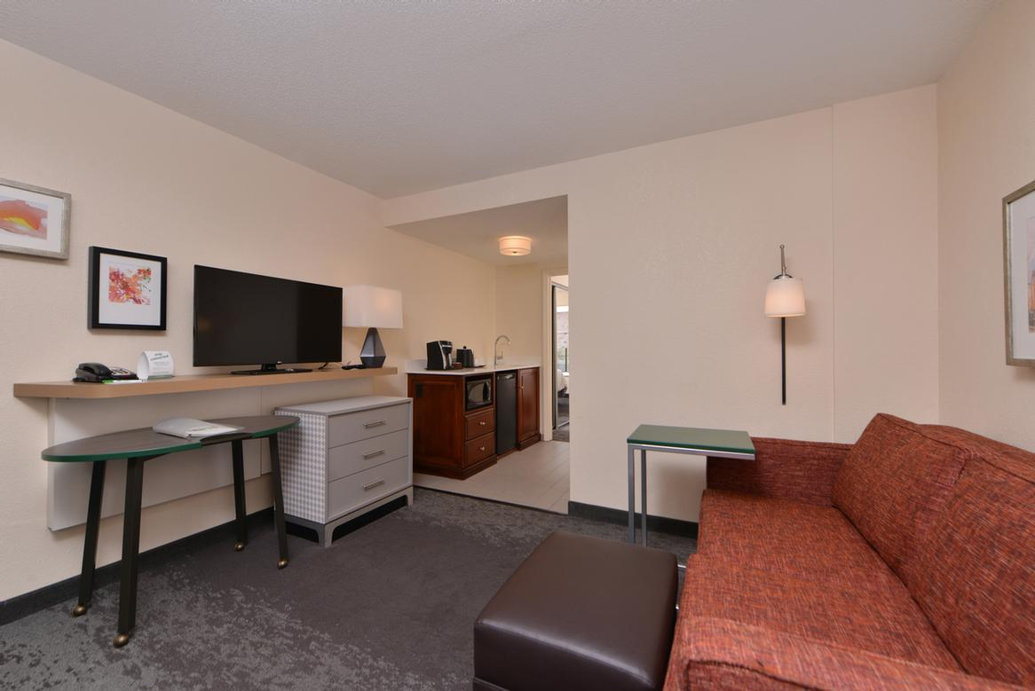 Holiday Inn Hotel Suites Raleigh Cary  Dillard Dr Cary Nc