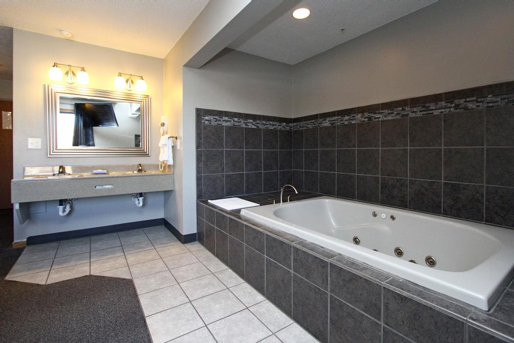Jacuzzi Suite 13 of 19