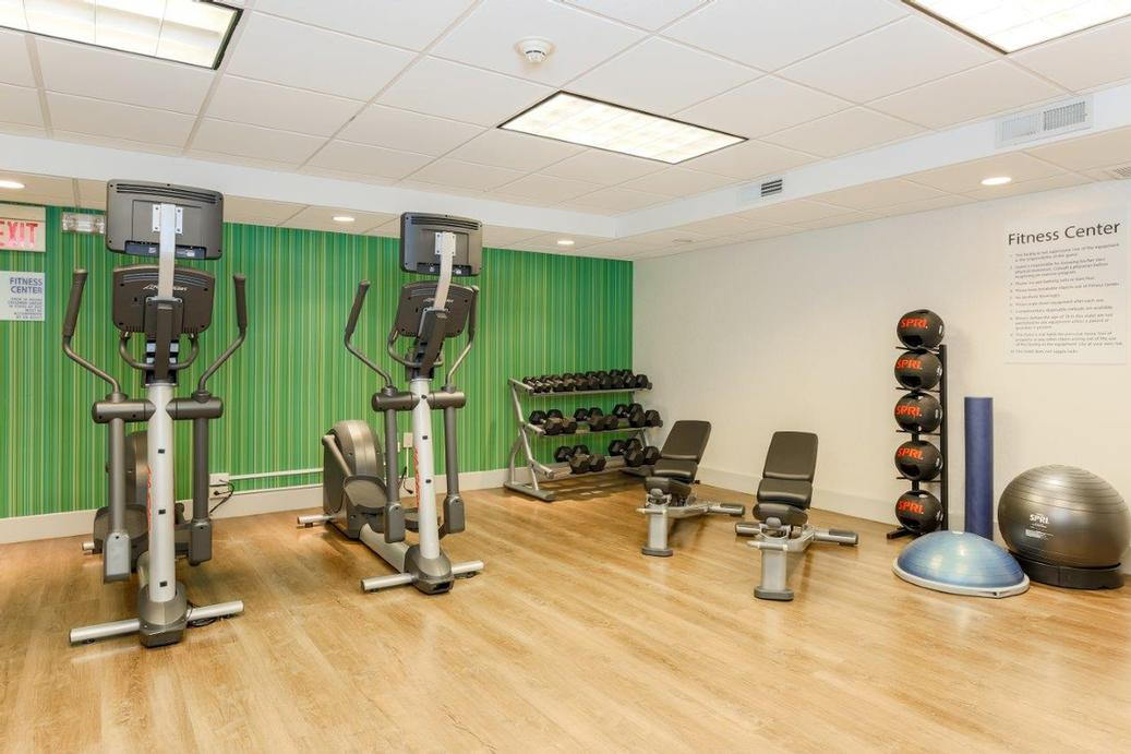 Fitness Center 10 of 19