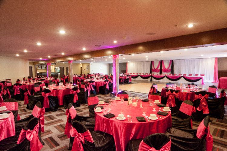 Indoor Wedding Banquets 10 of 15
