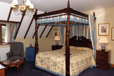 Four Poster Suite 9 of 14