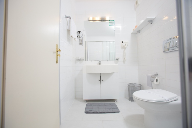 Superior Matrimonial Room -Bathroom 13 of 16