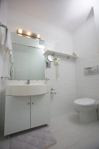 Premium Matrimonial Room -Bathroom 5 of 16