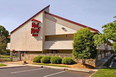 Red Roof Inn Greensboro Coliseum 2101 West Meadowview Rd. Greensboro NC  27403