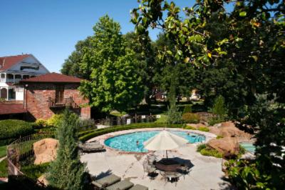 Outdoor Heated Pool And Jacuzzi 6 of 29
