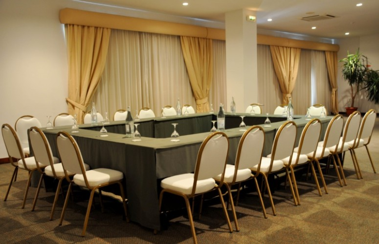 Meeting Room -Alvares Cabral 21 of 23