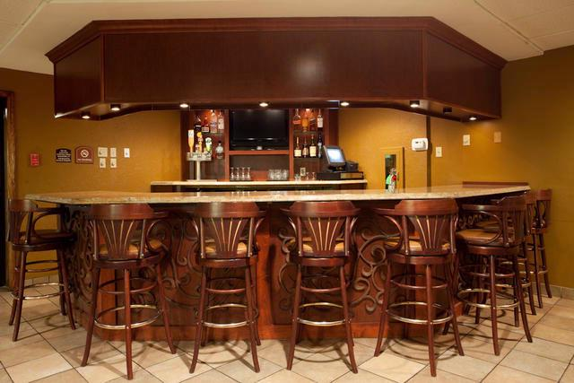 Have A Beverage Of Your Choice In Our Onsite Lounge. Relax After A Long Day At Work With Our Friendly Staff And Great Drink Specials! 14 of 14