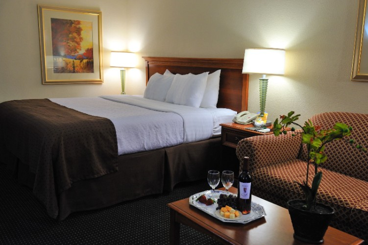 Relax In One Of Our Spacious King Or Double/double Rooms After A Long Day. 3 of 14