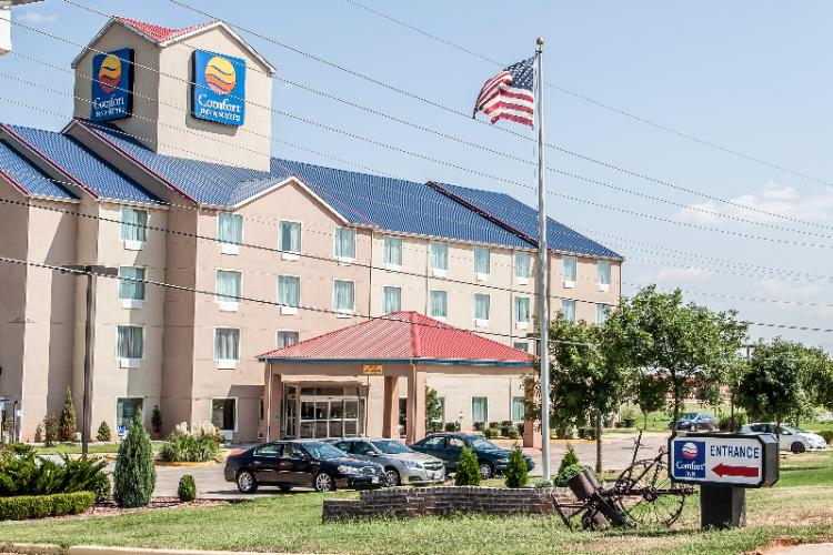 Comfort Inn & Suites 1 of 16