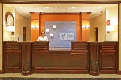 Front Desk 4 of 16