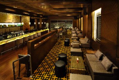 Doubletree By Hilton Gugraon -Hotel Bar 6 of 10