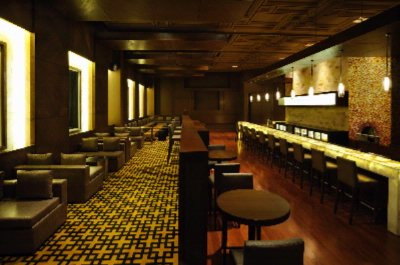 Doubletree By Hilton Gugraon -Hotel Bar 7 of 10