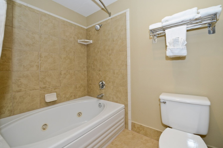 Suite: Jetted Tub In King Or Two Queens 13 of 16