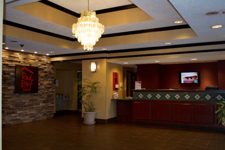 Lobby / Front Desk 5 of 9