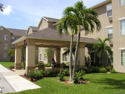 Intown Suites Fort Myers 1 of 5