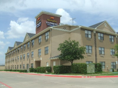 Holiday Inn Express Dallas Hotel Exterior 3 of 11