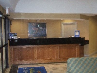 Holiday Inn Express Dallas Hotel Regestration Desk 4 of 11