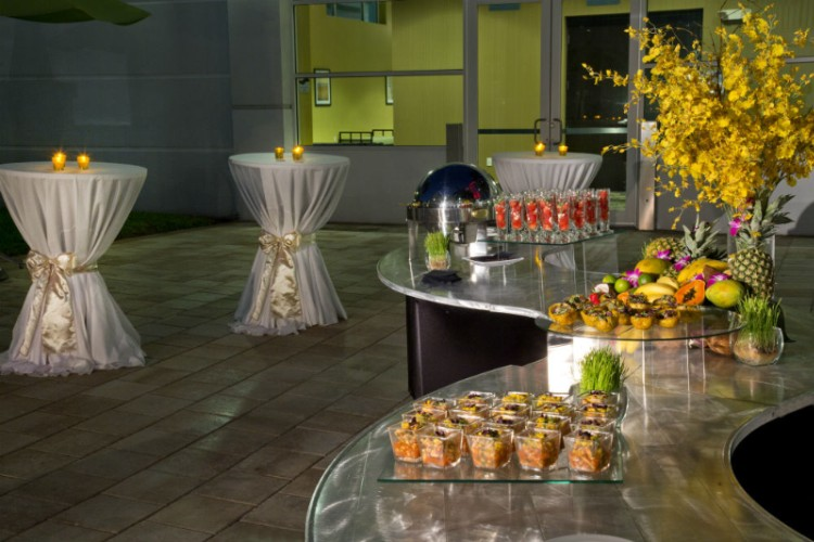 Poolside Catered Reception Crowne Plaza Hotel Tampa 19 of 31