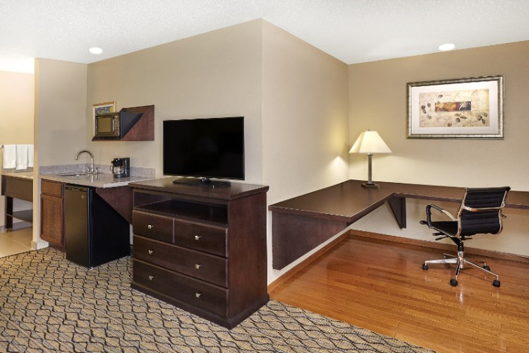 Business Suite With Extended Desk 9 of 15