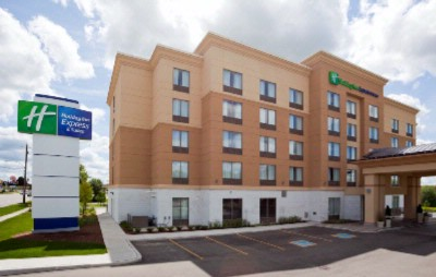 Holiday Inn Express & Suites Woodstock South 1 of 7