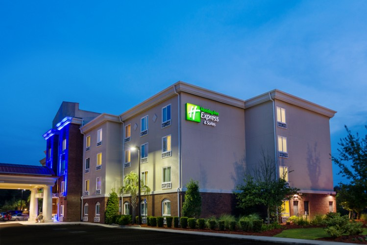 Holiday Inn Express & Suites Savannah Midtown 1 of 18