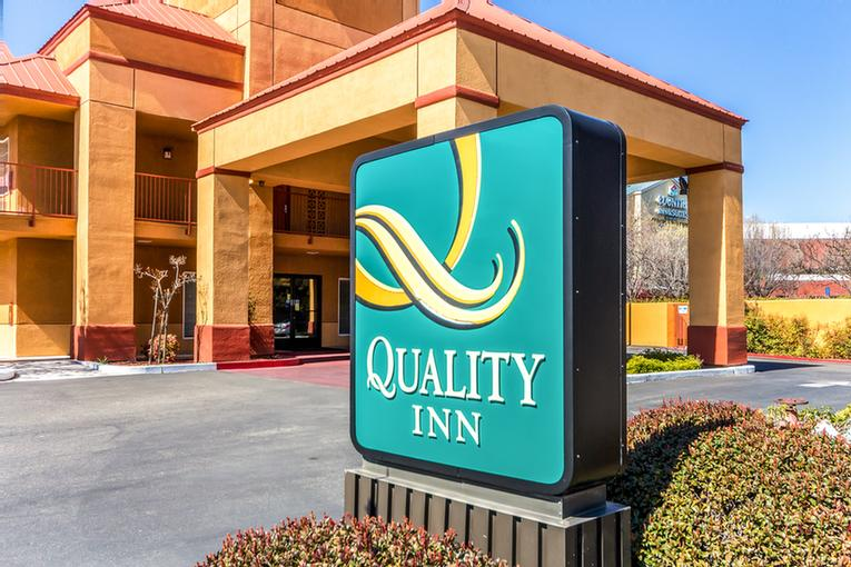 Quality Inn North 1 of 10