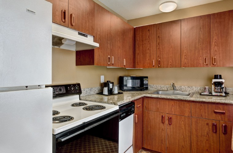 Country Inn & Suites Portland Airport -Kitchenette Suite With King Bed 12 of 15