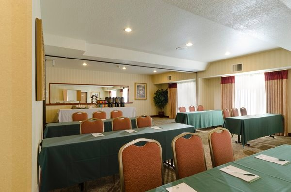Country Inn & Suites Portland Airport -Meeting Room For Up To 60 People 14 of 15