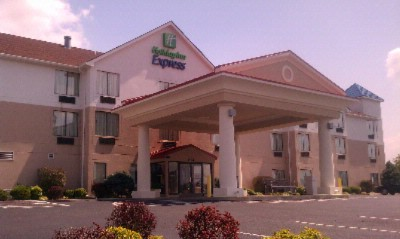 Holiday Inn Express & Suites Knoxville North I 75 Exit 112 1 of 7