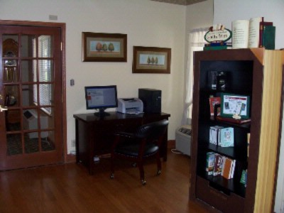 Business Center And Lending Library 8 of 19