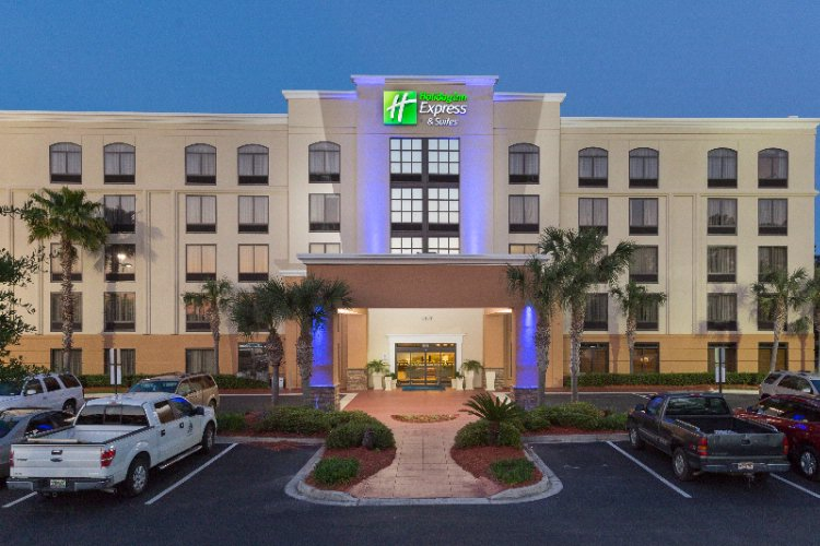 Holiday Inn Express & Suites Jacksonville Se Med C 1 of 12