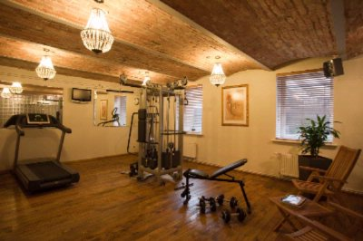 Small But Functional Gym Completely Free For All Guests 7 of 12