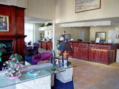 Front Desk Lobby 5 of 9