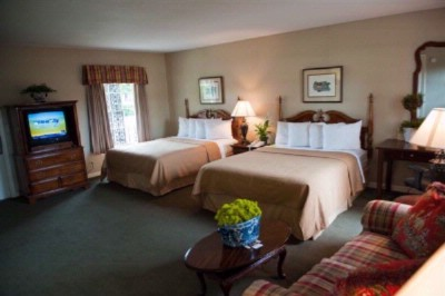 Executive Room With 2 Queen Beds 7 of 14
