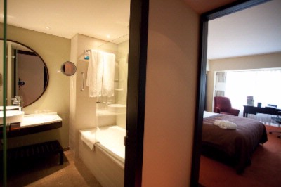 Standard Room With View To Bathroom 4 of 4